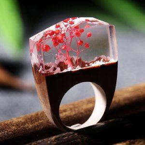 inel din lemn rosu