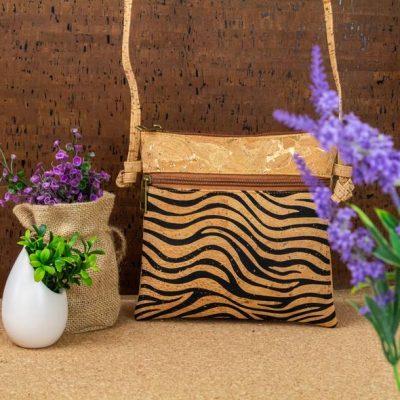Țesătură din plută naturală cu decor de aur, fără piele de animale Pungă originală de mesagerie de vară, foarte ușoară și moale, realizată manual Este realizat din plută de înaltă calitate, ecologică, foarte moale, flexibilă și durabilă! conținut - Cork - LINIE: POLIESTER - Fabricat în Portugalia Dimensiune + potrivire - Înălțime: 20cm - Lățime: 20cm