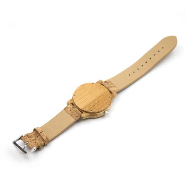 ceas din lemn clasic