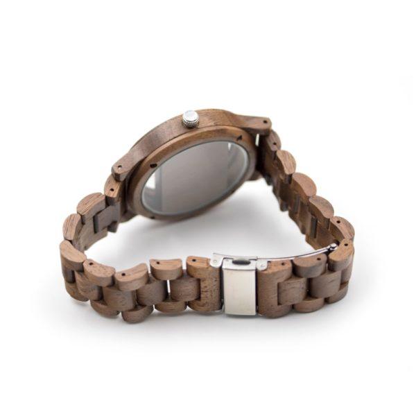 ceas din lemn inedit