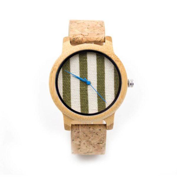 ceas din lemn si pluta