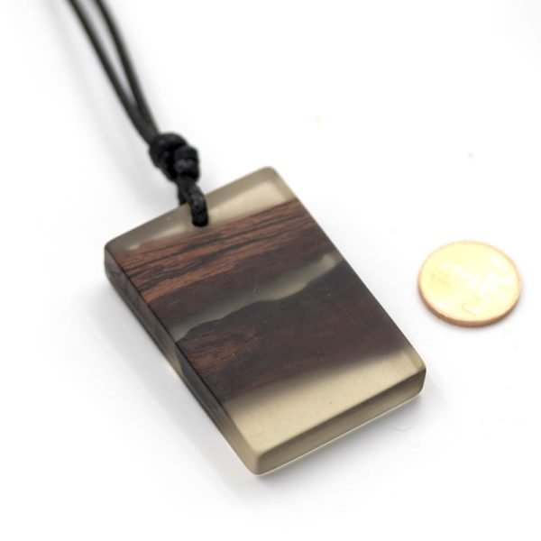 colier din lemn rasina