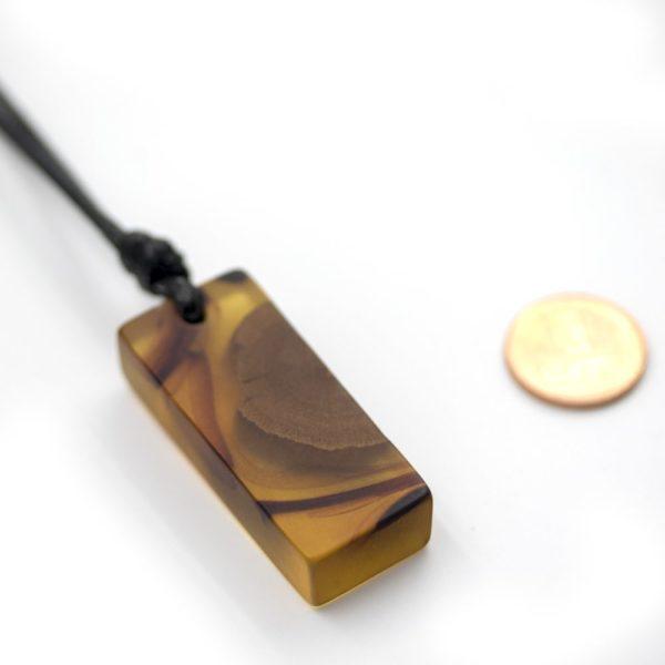 colier lemn rasina