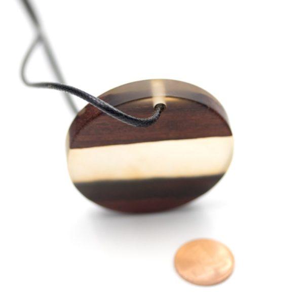 colier lemn si rasina