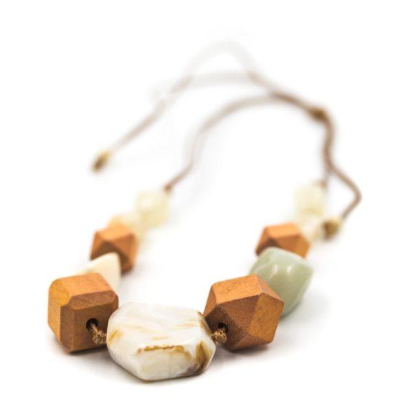 colier handmade pietre
