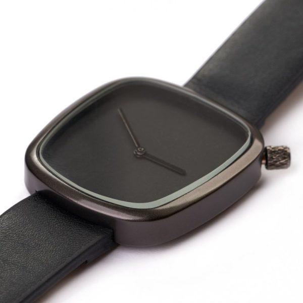 ceas negru minimalist