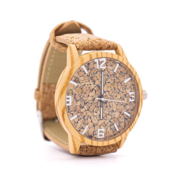 Un ceas de mana uimitor de frumos, cu o curea din plută naturală, cu un design simplu, dar totuși elegant. Este fabricat din plută de înaltă calitate,