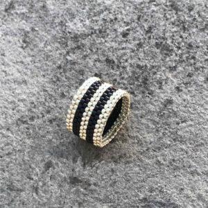 inel negru alb
