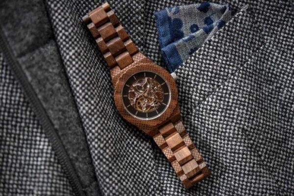 tinuta ceas lemn